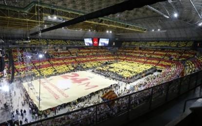 """A gritos de """"¡independencia!"""", 16 mil separatistas de 'Es La Hora de Destruir España' llenan el Palacio de San Jorge"""