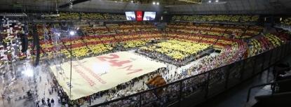 A gritos de ¡independencia!, 16 mil separatistas de 'Es La Hora de Destruir España' llenan el Palacio de San Jorge