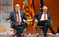 De izquierda a la derecha, Ángel Colom, alto cargo de CIU y presidente de FNC y el alcalde de Bcn, Xavier Trias