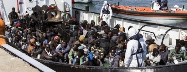 Cerca de 700 inmigrantes desaparecidos en el Mediterráneo tras naufragar un pesquero, solo 28 rescatados. - copia