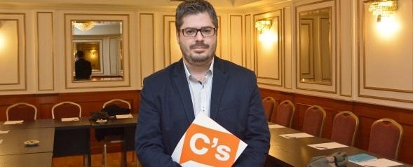 Ciudadanos se presentará en todas las Comunidades Autónomas y en más de 1000 municipios en toda España... - copia