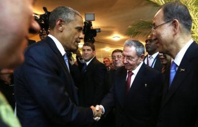 Cuba amanece con el histórico saludo de Castro y Obama, símbolo de conciliación.. - copia