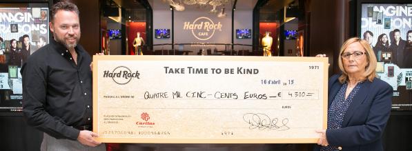 Hard Rock Café Barcelona recauda 4.500 € para Cáritas Diocesana Barcelona destinados a luchar contra la pobreza infantil - copia