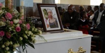 Kenia despide a las víctimas de la masacre yihadistas islámico de universidad de Garissa, - copia