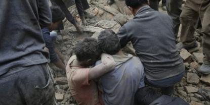 Más de 1.000 muertos en 'devastador' terremoto de 7,8 grados en Nepal, Asia Meridional.. - copia
