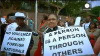 Negros racistas ultras fascistas del país de Nelson Mandela agreden y matan a inmigrantes negros africanos