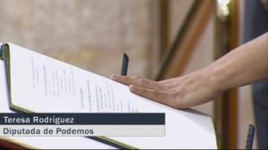 Podemos promete por mi consciencia y honor acatar la Constitución Española hasta que la cambiemos.