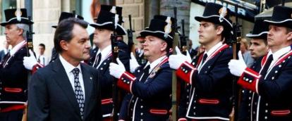 Policía catalana suspende el acto del 'Día de las Escuadras' por ser objetivo terrorista yihadista. - copia