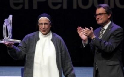 """Sor Lucía Caram, premio Catalán del Año 2014, """"pasan cosas raras"""" en España; """"escogen una monja"""" antiespañola"""