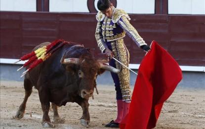Castella corta la oreja que Urdiales y Talavante perdieron con la espada