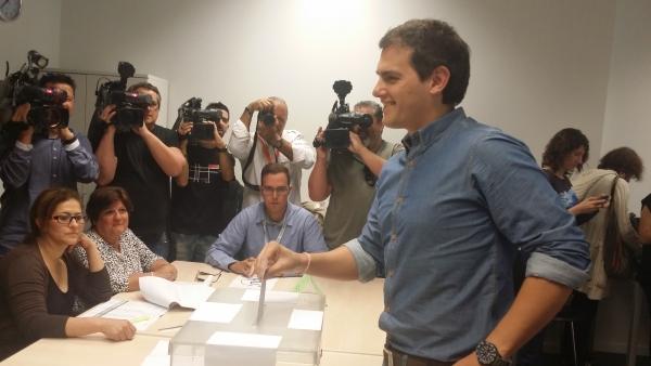 20150524- Votación Albert Rivera
