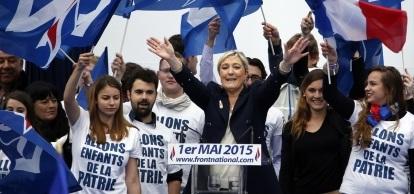 Activistas extremistas izquierdistas interrumpen el acto de Mari Le Pen en honor a Jeanne de d' Arc