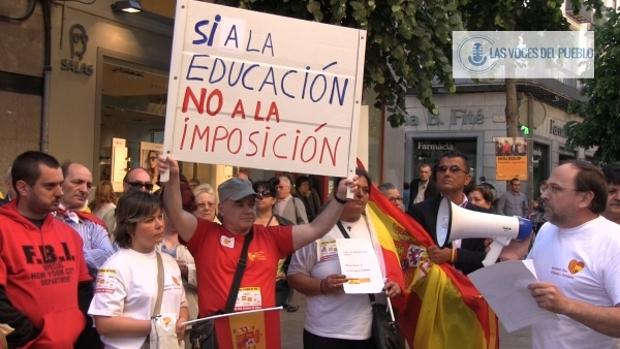 Centenares de catalanes reclaman la pluralidad lingüística de Cataluña en apoyo a Agustín en Mataró (2).Movie_Instantánea