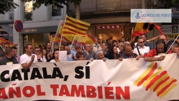 Centenares de catalanes reclaman la pluralidad lingüística de Cataluña en apoyo a Agustín en Mataró (3).Movie_Instantánea
