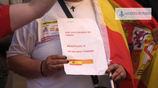 Centenares de catalanes reclaman la pluralidad lingüística de Cataluña en apoyo a Agustín en Mataró.Movie_Instantánea