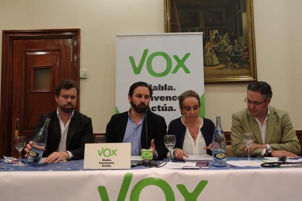 Vox propone la devolución de competencias en materia de Sanidad, Educación y Justicia al estado