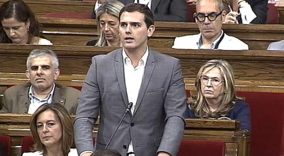 Rivera a Mas: «Usted ha intentado dividir a los catalanes y romper España y ha conseguido romper su Gobierno»