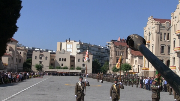 """600 civiles catalanes juran la bandera de España, """"cifra más alta del 2015 en España"""""""