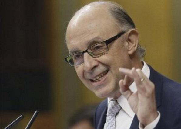 El ministro de Hacienda, Cristóbal Montoro, durante su intervención en la sesión de control al Ejecutivo del pleno del Congreso. EFEArchivo