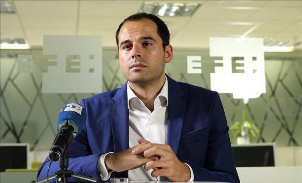 El portavoz de Ciudadanos (C's) en la Asamblea de Madrid, Ignacio Aguado, en una entrevista con la Agencia Efe