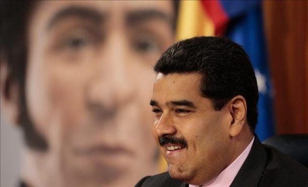 """Maduro dice que los chavistas eligen """"desde el amanecer"""" a los candidatos a diputados"""