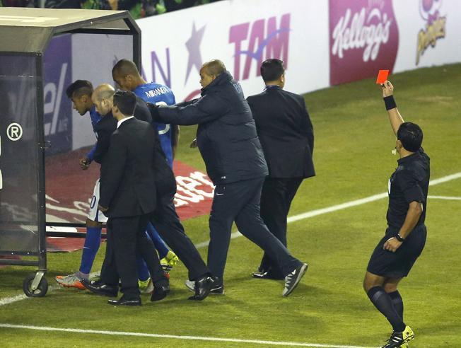 Neymar ha sido suspendido por cuatro jornadas de la Copa América