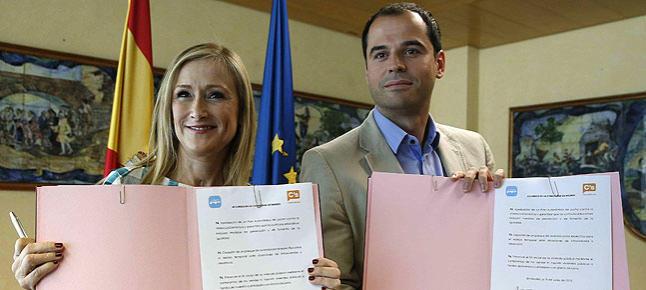 C's Madrid firma un «acuerdo histórico» con Cifuentes (PP) y no formará parte del gobierno