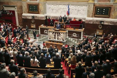 el rey en el parlamento francés