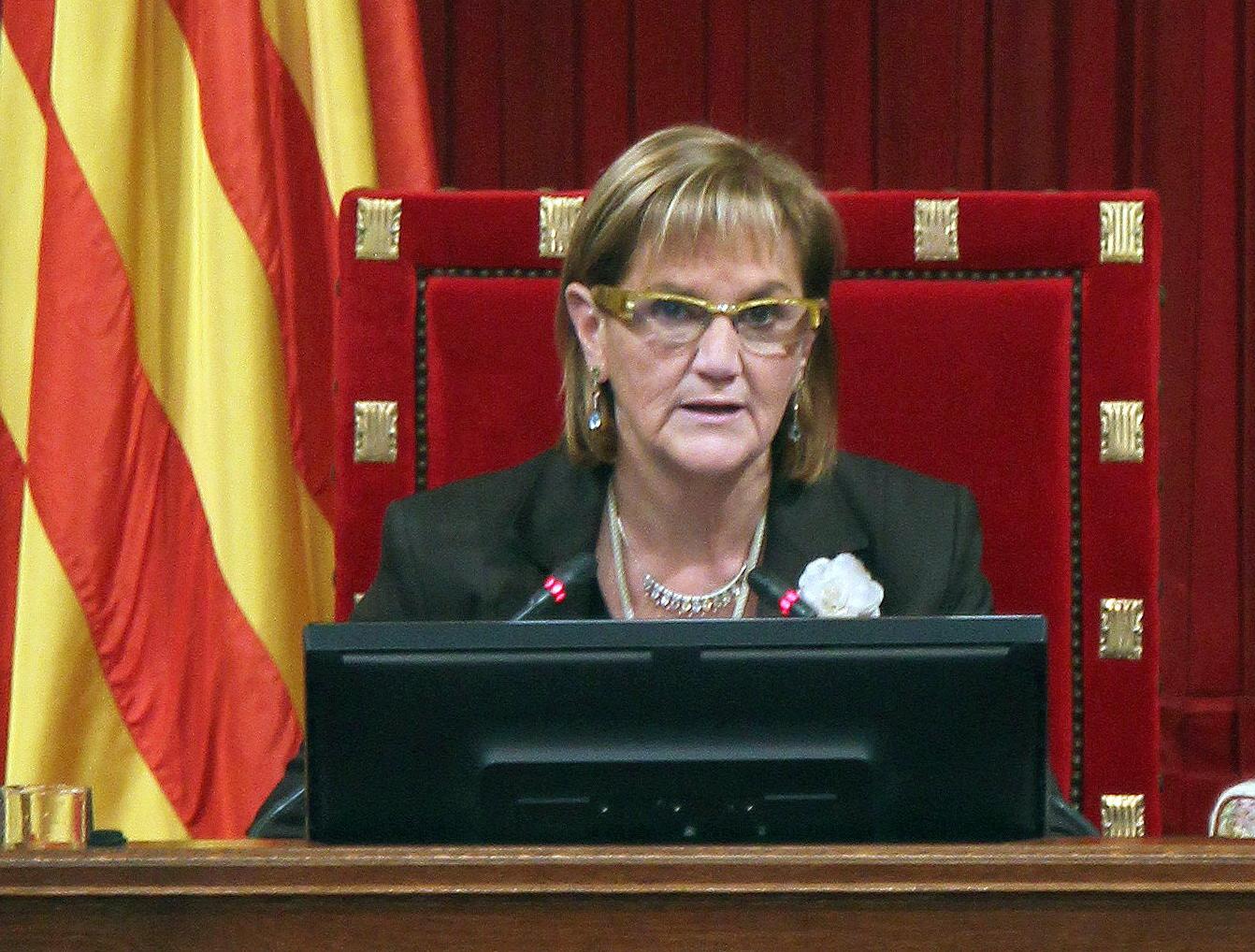 La presidenta del Parlamento de Cataluña acusa a sus compañeros de UDC de «dinamitar el proceso» separatista