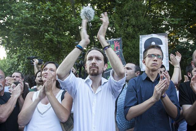 Podemos denuncia el «ultimátum y chantaje» de la Troika a Grecia y felicita a Tsipras por su valentía