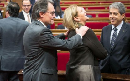 """La separatista presidenta de parlamento de Cataluña: """"Si alguien no quiere escuchar al presidente, ahí tiene la puerta"""""""