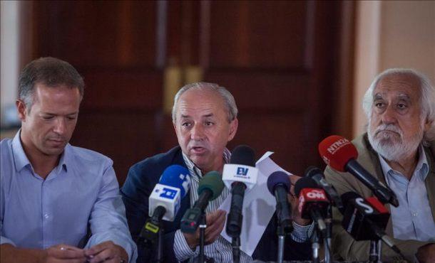 (De izq. a der.) Los senadores españoles Ander Gil, Dionisio García y José Maldonado participan en una rueda de prensa este viernes 24 de julio de 2015 EFE