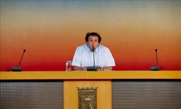 El concejal del Ayuntamiento de Madrid Guillermo Zapata, durante su comparecencia de prensa. EFE