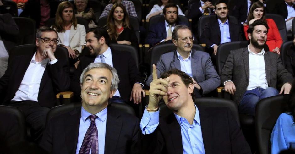 El economista de Ciudadanos, Luis Garicano (Izquierda) y el presidente de Ciudadanos y candidato de C's a la presidencia de España, Albert Rivera Díaz (Derecha) .