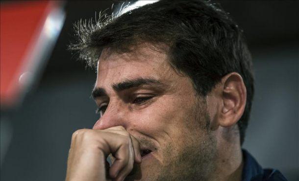 El guardameta español Iker Casillas, durante una multitudinaria despedida de su club, el Real Madrid,