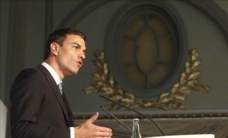 El líder del PSOE, Pedro Sánchez, durante su intervención en el almuerzo informativo Barcelona Tribuna. EFE