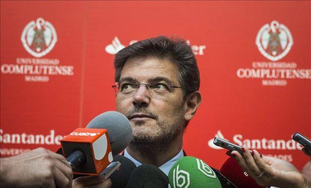 El ministro de Justicia, Rafael Catalá, en declaraciones a los medios de comunicación en San Lorenzo de