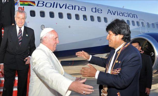 El papa Francisco instó hoy a usar un diálogo franco y abierto para evitar conflictos c