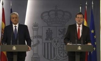 El presidente del Gobierno español, Mariano Rajoy (d), y el primer ministro de Argelia, EFEAbdelmalek Sellal (i),