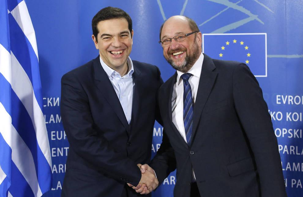.El presidente del Parlamento Europeo, Martin Schulz, con el nuevo primer ministro griego, Alexis Tsipras. EFE