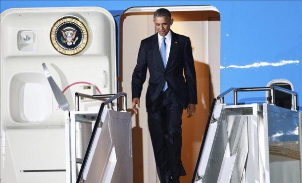 El presidente estadounidense Barack Obama a su llegada al aeropuerto internacional de Jomo Kenyatta en Nairobi, kenia hoy 24 de julio de 2015. EFE