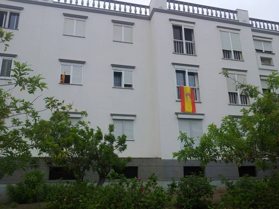 Españoles De A Pie pide sacar «la bandera de España y colgarla en tu ventana» por el día del patrón de España. Foto-Tony Cruz