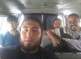 José Manuel López, el chófer, Ángel Sastre y Antonio Pampliega Foto- httpstepagency-sy.net