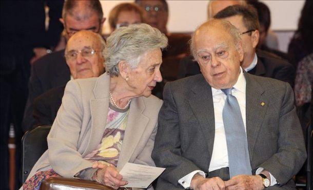 Los Grupos del Parlamento catalán, salvo CiU, ven irregularidades en negocios de los Pujol