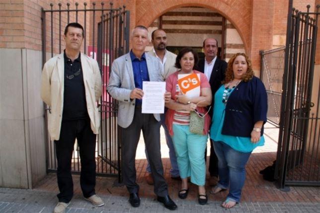 Ofensiva de C's para que los ayuntamientos en Gerona (Cataluña) saquen los trapos separatistas de sus balcones