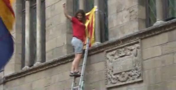 Pinchazo de la manifestación separatista contra el pacto democrático Ciudadanos-PSOE en Lérida. - copia