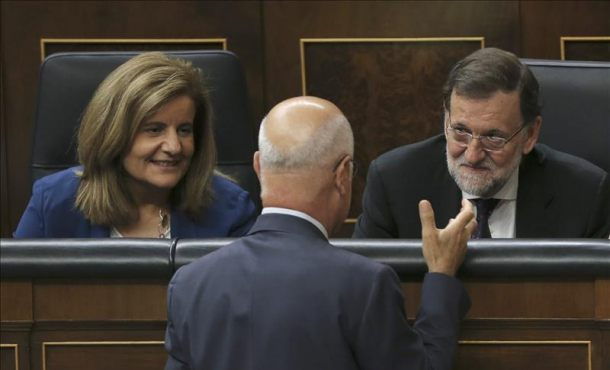 Rajoy califica de maniobra de confusión la lista conjunta separatista de Mas, ERC, ANC y Ómnium