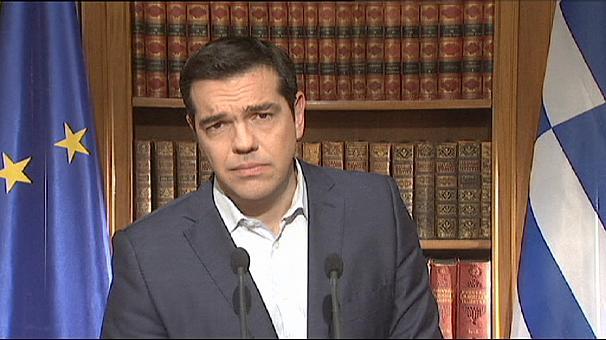 Tsipras mantiene el referéndum y llama a los griegos a votar 'no' en la consulta