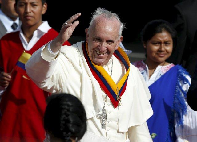 el papa francisco ya esta en ecuador