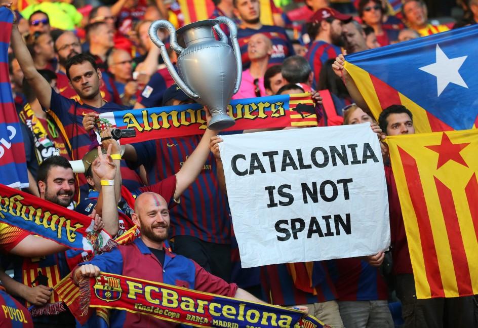 ultras separatistas catalanes de ANC y Prselecciones Catalanas en Berlín, odiando España